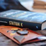 Station K – Veckans boktips
